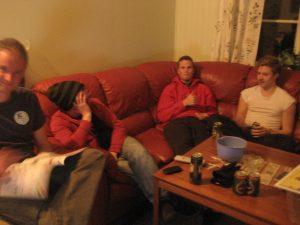 Kärntruppen samlad i soffan